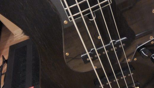 エレキベース用のフラットワウンド弦とラウンドワウンド弦を実際に弾き比べてみた。